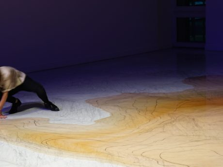 «El color del Rio» performance and graphote drawing by Jimena Croceri @Marble Faena Arts Center ©Jimena Croceri