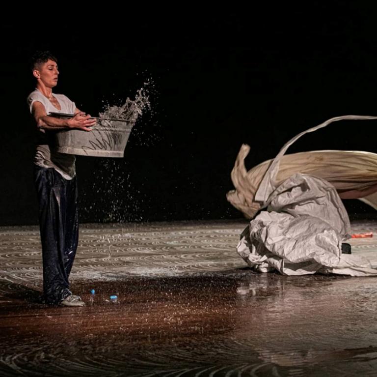 Simone Aughterlony performing during Atos de Fala in Rio de Janeiro ©Renato Mangolin